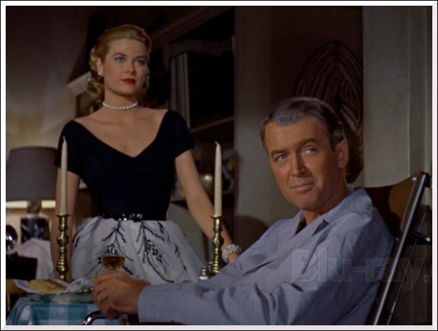 Dans quel film de 1954, James Stewart et Grace Kelly tentent-ils de démasquer un assassin ?