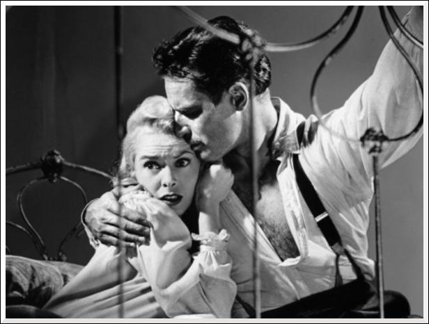 Charlton Heston et Janet Leigh sont mari et femme dans ...