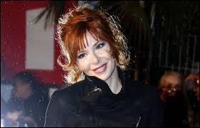 """Musique - Avec qui Mylène Farmer partage-t-elle un duo sur la chanson """"Les mots"""" ?"""