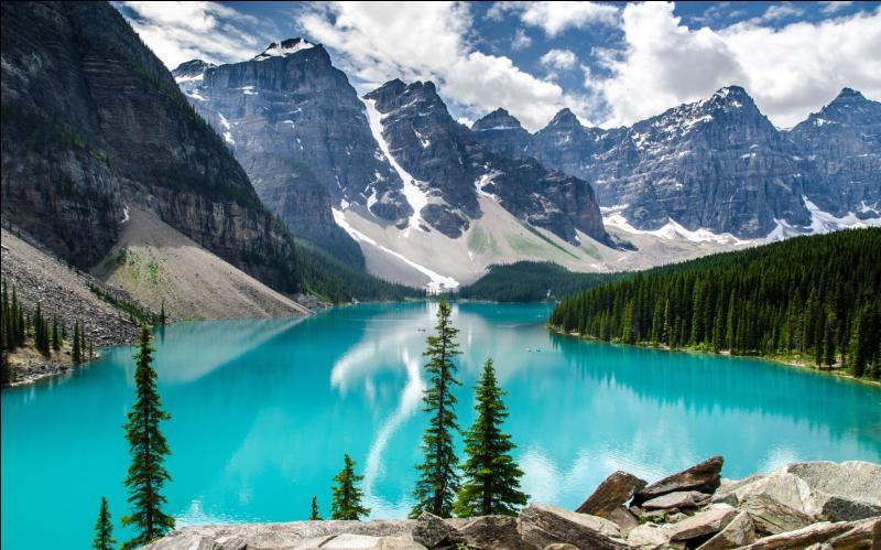 Géographie - Quelles sont les deux couleurs du drapeau canadien ?