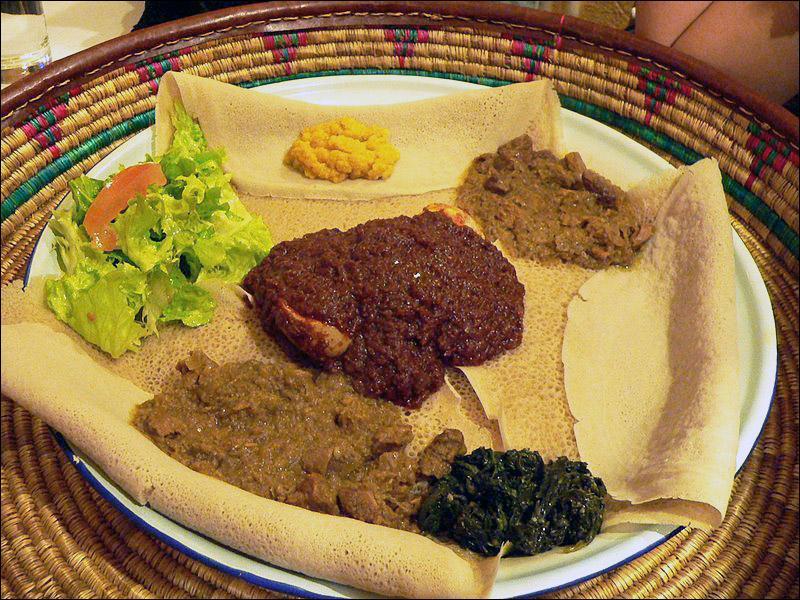 Appelée « injera », elle se déguste avec des purées de légumes divers en Éthiopie ainsi que dans un pays voisin, lequel ?