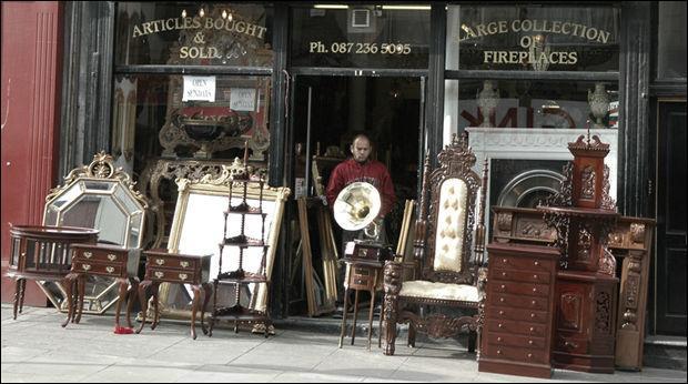 """Qu'est-ce que le meuble ancien nommé """"bonheur du jour"""" ?"""