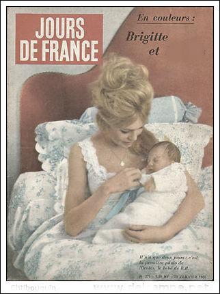 """C'était en janvier 1960 : voici Brigitte Bardot sur la revue """"Jours de France"""". Elle venait de donner le jour à son fils :"""