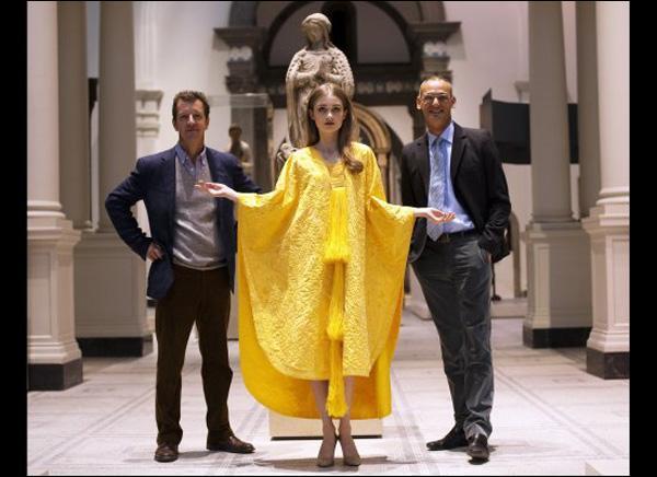 Gardez votre quant-à-soie, et trouvez l'origine de cette robe !
