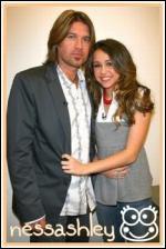 Qui est à côté de Miley ?