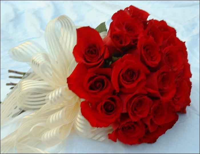 Les cadeaux de la Saint-Valentin ne sont souvent, pas très originaux ... On offre le plus souvent des fleurs et particulièrement des roses rouges.