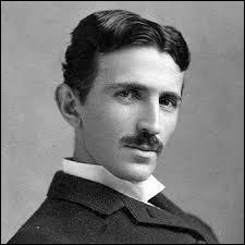 Quel type de courant Tesla a-t-il mis en avant ?