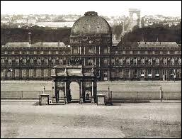 A cause de qui le roi de France s'est-il déplacé aux Tuileries à Paris ?