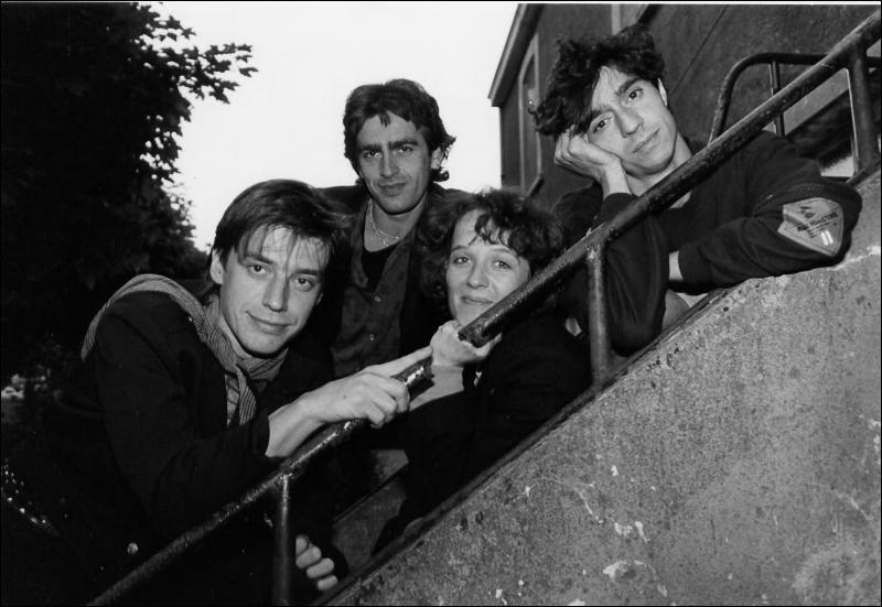 """Je vous présente maintenant un groupe de rock français légendaire que j'adule particulièrement... L'une de leur chanson est """" Le garçon d'ascenseur"""". De qui s'agit-il ?"""