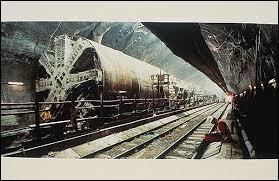 En quelle année la construction du tunnel a-t-elle débuté ?