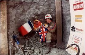En quelle année la construction du tunnel s'est-elle achevée ?