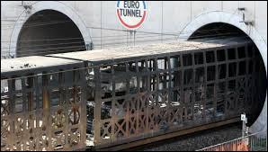 Combien de trains passent dans le tunnel chaque jour ?