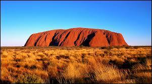 Quel est le nom du plus gros rocher présent en Australie ?