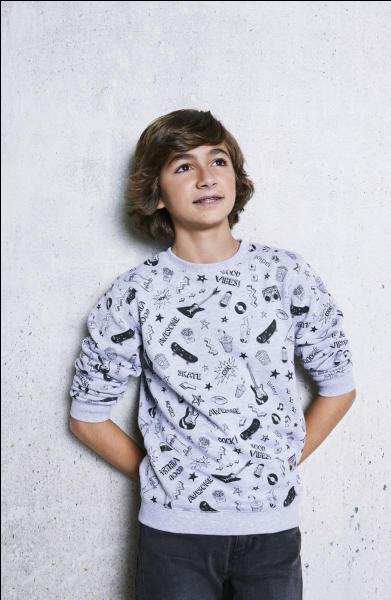 Comment s'appelle ce jeune chanteur, âgé de 14 ans ?