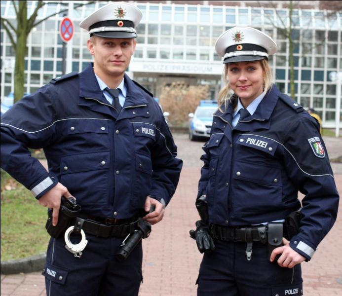 "Comment dit-on le mot ""police"" en allemand ?"