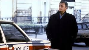 Comment s'appelle l'acteur qui joue le rôle du policier Antoine Navarro ?