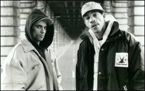"Quel groupe de rap chante ""Police"" en 1993 ?"