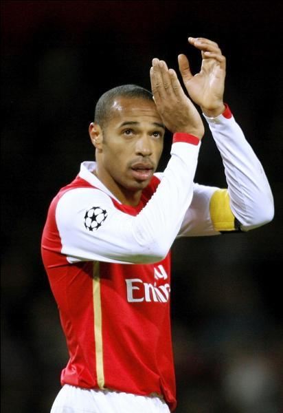 En 2006, Thierry Henry atteint la finale de la Ligue des Champions avec Arsenal. Ils échouent 2-1 face à leur adversaire du soir, de quelle équipe s'agit-il ?