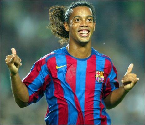 Avec quel club a signé Ronaldinho après avoir quitté le FC Barcelone en 2008 ?