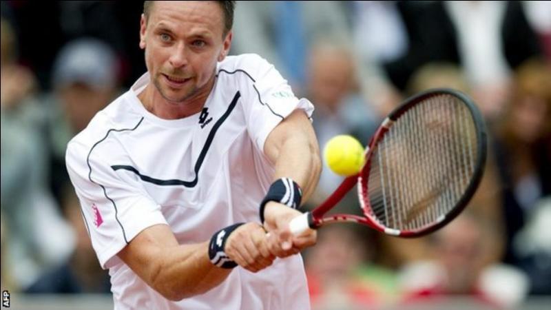 Quelle maladie a contraint le tennisman suédois Robin Söderling, ancien numéro 4 mondial et finaliste de Roland-Garros, à mettre fin à sa carrière en 2015 ?