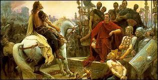Assiégé par César, le chef arverne Vercingétorix y rend les armes en 52 avant notre ère.