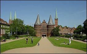 """Cette ville portuaire de la mer Baltique était surnommée la """"Reine de la Hanse"""". Elle régna sur le commerce européen pendant plusieurs siècles."""