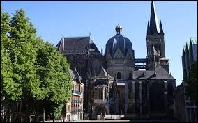 Charlemagne fit de cette ville connue pour ses sources d'eau chaude, la capitale de son empire.