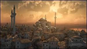 Le 11 mai 330, son chef suprême donne à l'Empire romain une nouvelle capitale nommée Nouvelle Rome. Cette cité du Bosphore, prendra le nom de l'empereur à sa mort.