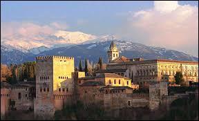 Elle fut le dernier bastion maure de la péninsule ibérique et la reconquista s'acheva en 1492 par la remise des clés de la ville aux rois catholiques.