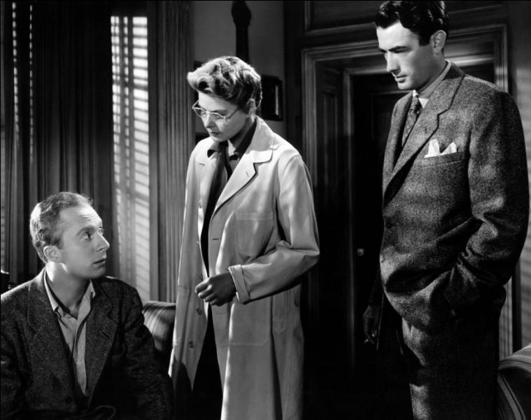 Film de 1945 : Constance, médecin dans un asile psychiatrique, tombe amoureuse du nouveau directeur. Elle s'aperçoit rapidement que l'homme qu'elle aime est un usurpateur. Ce dernier se révèle amnésique et de surcroît persuadé d'avoir tué l'ancien directeur de l'établissement. Constance va l'aider dans sa guérison et dans la recherche de la vérité sur le meurtre dont s'accuse l'homme qu'elle aime.