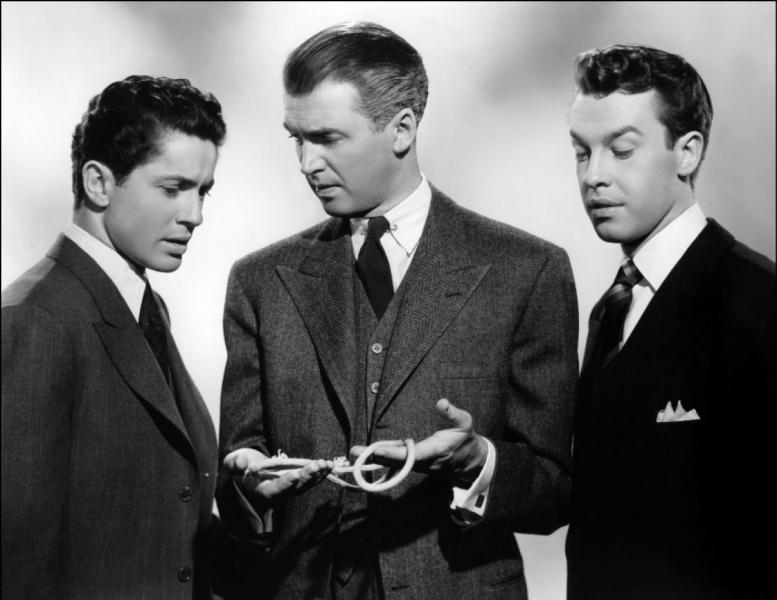 Film de 1948 : Brandon Shaw et son ami Philip, deux étudiants de la haute société new-yorkaise, sont fascinés par la théorie de leur professeur, Rupert Cadell, qui affirme que les êtres supérieurs ont le droit de détruire les êtres inférieurs qui encombrent la société. De là à mettre en pratique cette théorie, il n'y a qu'un pas à franchir.