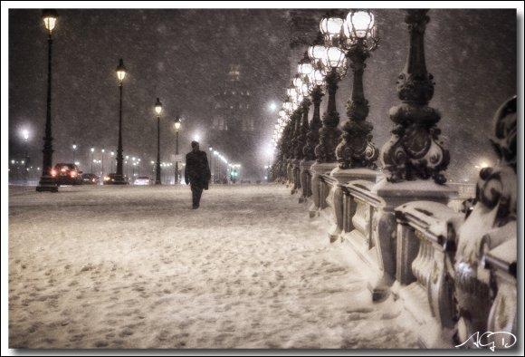 Dans quelle ville la neige était recouverte de boue pour Sardou ?
