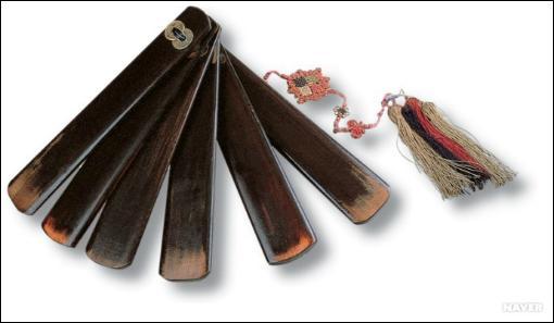 L'instrument de musique ci-contre, utilisé lors des musiques rituelles coréennes, est un :