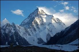 Comment s'appelle le deuxième sommet le plus haut du monde ?
