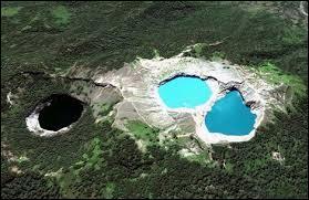 Combien de lacs trouverez-vous au sommet du volcan Kelimutu ?