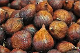 """Quel surnom donne-t-on à ce fruit comestible appelé """"salak"""" ?"""