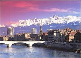 Grenoble n'est pas baignée par le Rhin.
