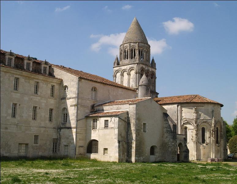 Un centre européen de recherche et de pratique musicales est implanté au cœur de l'abbaye aux Dames dans cette ville de Charente-Maritime qui est...