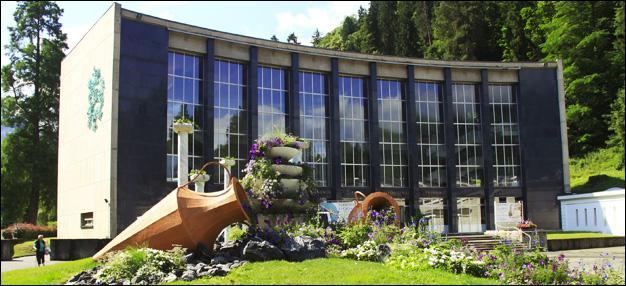 """Station thermale et station de ski, cette ville de Haute-Garonne est """"la reine des Pyrénées"""". Où le festival des créations télévisuelles se déroule-t-il chaque année ?"""