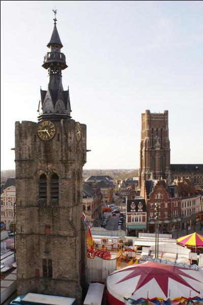 """Le beffroi de """"la cité de Buridan"""" a été classé au patrimoine mondial de l'UNESCO en 2005, au sein de la liste des """"beffrois de Belgique et de France"""". Dans quelle ville du Pas-de-Calais le verrez-vous ?"""
