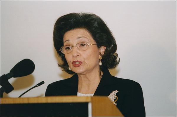 """Avec sa coiffure à la """"Maggie"""" Thatcher, """"Suzie"""" Moubarak a dû rendre ses biens à l'État (pour environ 3 millions d'€). Qu'est-elle devenue ensuite ?"""