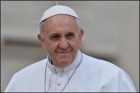 À 20 ans, Jorge Mario Bergoglio (Le Pape François) était videur dans une boîte de nuit.