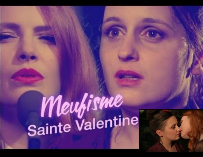 """La chanteuse de """"La ceinture"""" a surpris, le 14 février 2016, avec un baiser des plus sensuels aux côtés de Sophie Garric dans un épisode de la série « Meufisme » dédié à la Saint-Valentin. Comment s'appelle cette chanteuse ?"""