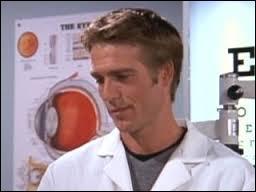 Dans quelle saison le fils du docteur Richard Beurke apparaît-il ?