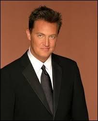 Où le père de Chandler travaille-t-il ?