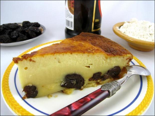 Quel fruit est indispensable au far breton ?