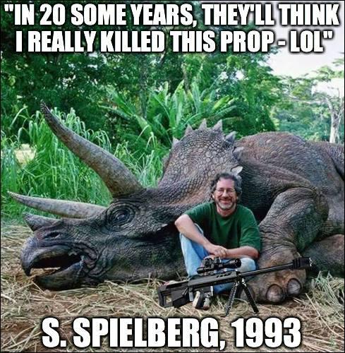 Steven Spielberg qui est capable du meilleur comme du pire (sur la photo, il déclare que dans 20 ans tous croiront qu'il a vraiment tué ce dinosaure...Oui on est des cons, Steven ! ) Donc aura-t-il raison de se réjouir de devenir un dinosaure de 70 ans cette année ?