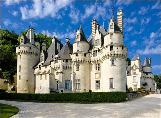 De quel château Charles Perrault se serait-il inspiré pour le conte de La Belle au bois dormant ?