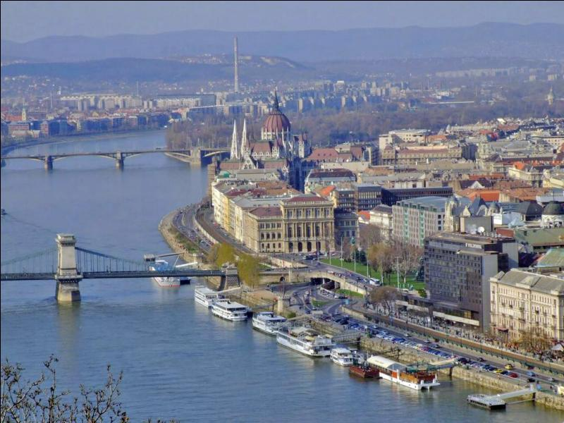 Budapest est la capitale de la Roumanie.