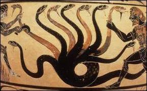 Qui est la mère de la majorité des monstres de la mythologie grecque ?